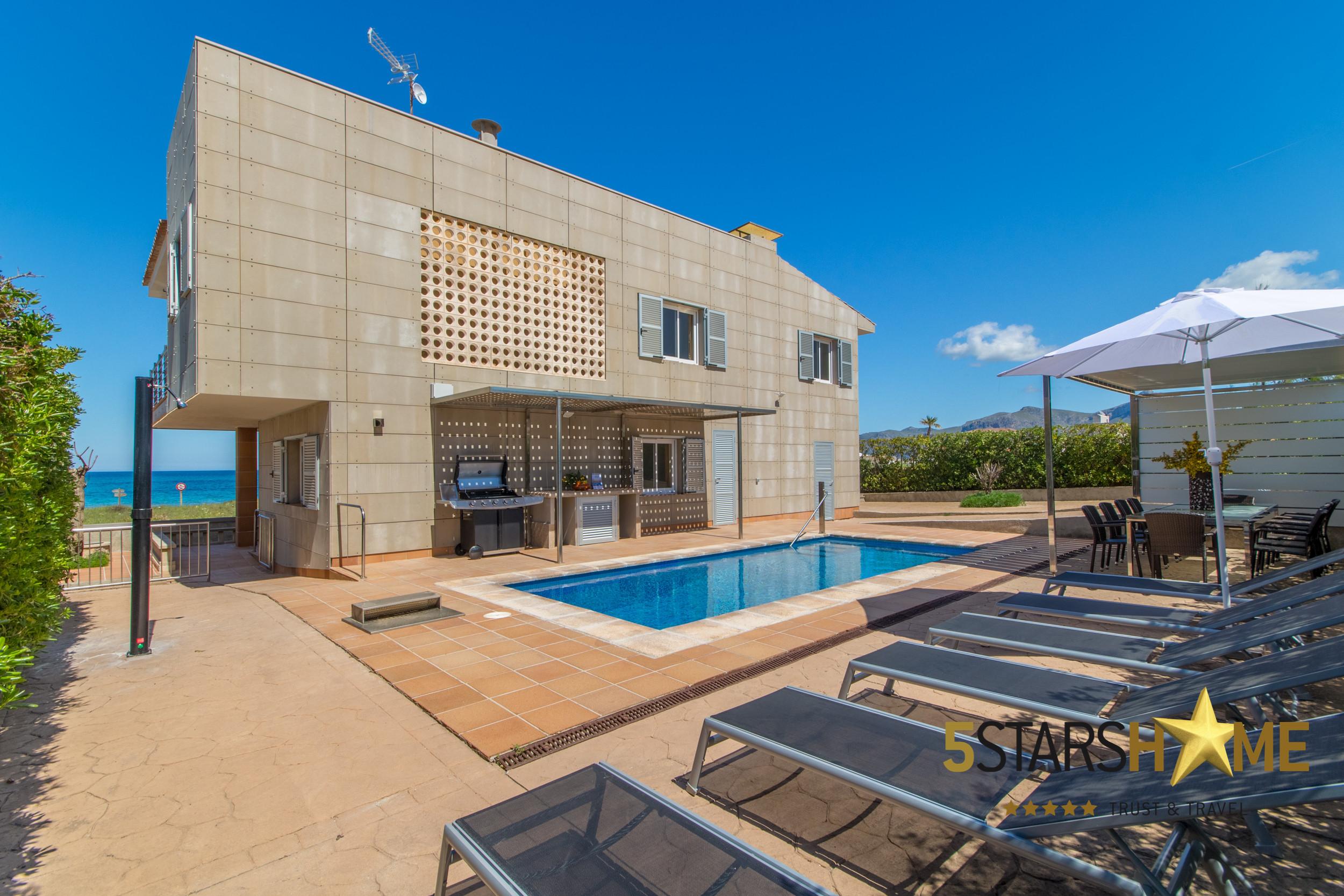 5 habitaciones dobles, 3 baños, 1 baño completo exterior, AC, internet wifi gratuito, piscina, terraza con barbacoa.