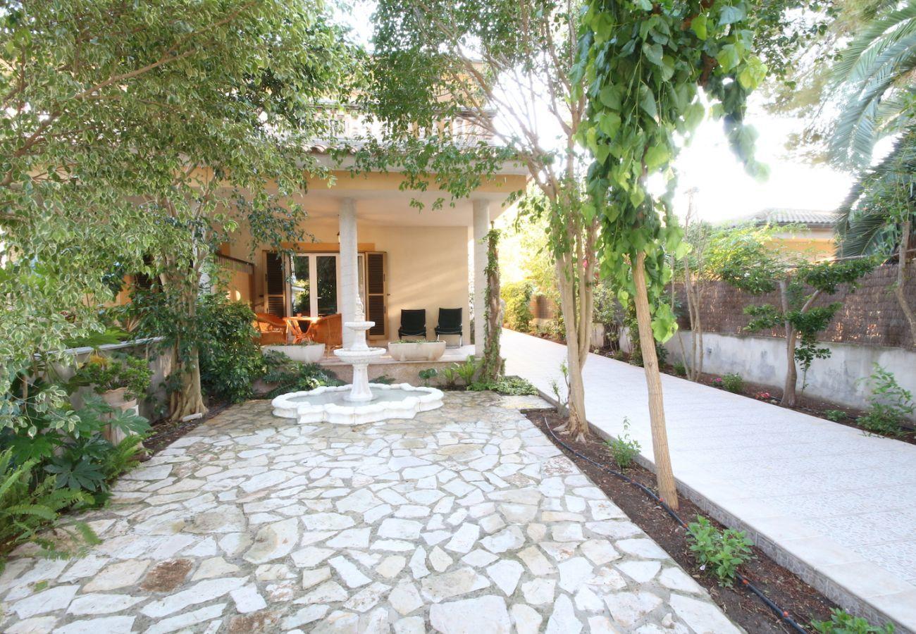 4 habitaciones, 2 baños, jardín, barbacoa, internet wifi, a solo 250m de la playa de Platjas de Muro / Port d'Alcudia