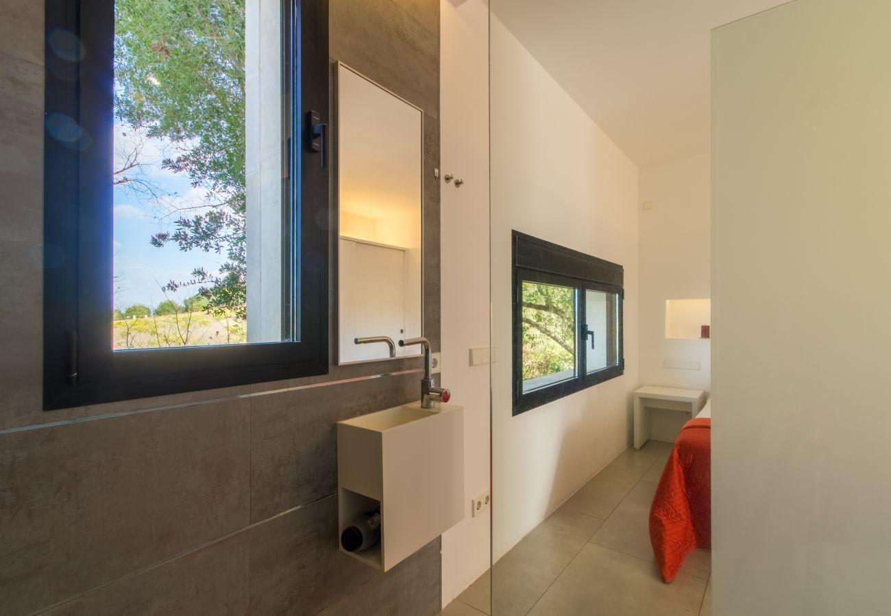 4 habitaciones dobles, 4 baños en suite, AC, WIFI gratuito, piscina con jacuzzi, ubicación entre Muro y Can Picafort