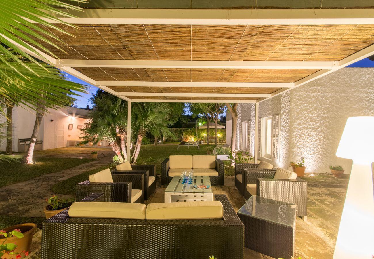 4 habitaciones dobles, 3 baños, baños al aire libre, AC, Internet Wifi gratuito, gran jardín con gran barbacoa y terraza