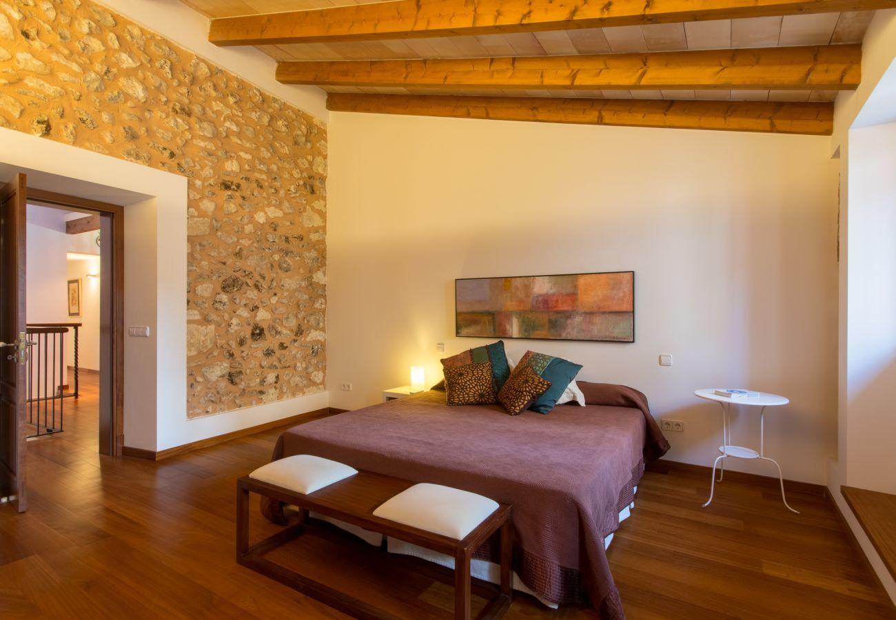 3 habitaciones dobles, 1 baño completo, 1 aseo, aire acondicionado, gratis Wifi Internet, ideal para amantes de excursiones.
