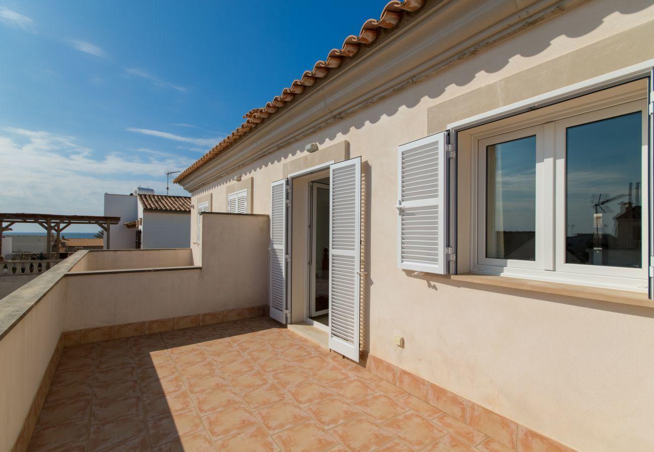 Adosado ideal para disfrutar del mar y la playa, 3 dormitorios, 2 baños, 1 aseo, AC, Wifi gratuito, terrazas y barbacoa.